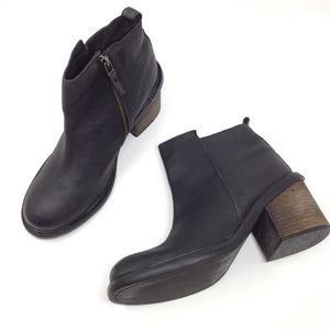 Silence + Noise UO Black Leather Heel Ankle Boots